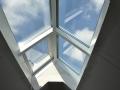 Innenansicht, First-Lichtkuppel im Dach eingebaut mit Belüftungsfenster