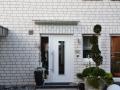 Haustürvordach mit Glasklemmprofil