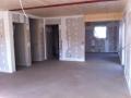 Neubau einer Pultdach DHH: Rohbau innen mit geschlossenen Wänden