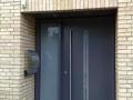 Holzhaustür aus Meranti mit feststehendem Seitenelement