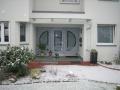 3-teilige Meranti-Haustür. Lösung für dahinter liegendem Treppenaufgang