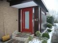 Meranti-Haustür mit zwei Seitenteilen und einem Lichtausschnitt