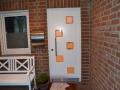 Meranti Haustür mit quadratischen Lichtausschnitten