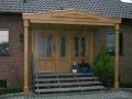 Eichenhaustür mit zwei feststehenden Seitenelementen und Vordach