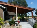 Terrassendach aus BSH-Meranti Leimholz, Aufstützung auf Hausdach