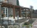 Geschlossene Terrassenüberdachung sowie Freisitz in Holz Aluminium; Unterbau in Kunststoff